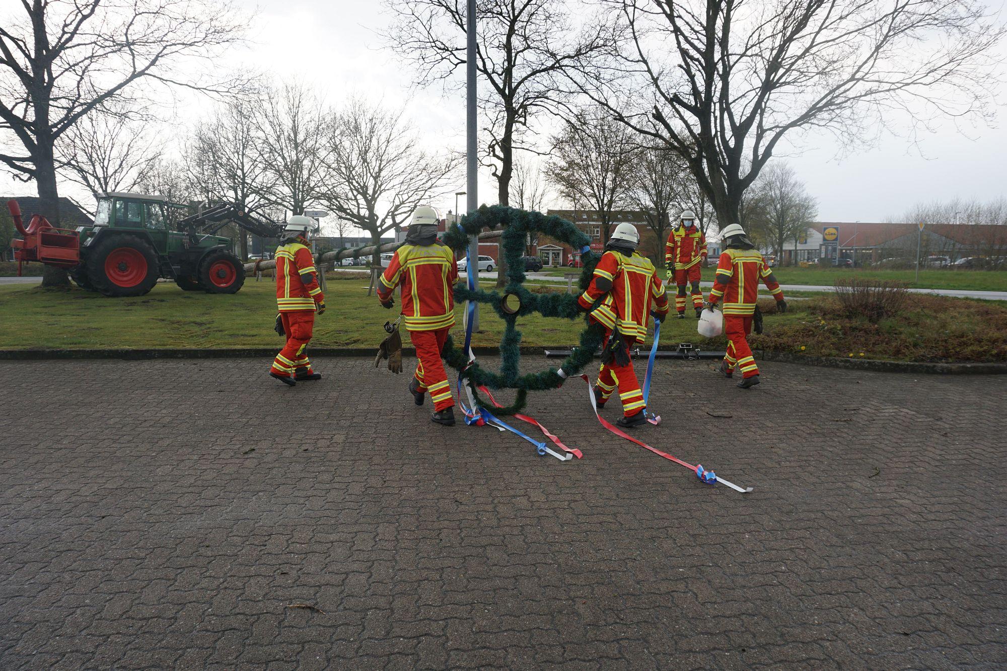 2021 Maibaum Feuerwehr Leck 11 Bildrecht Michael Bruch
