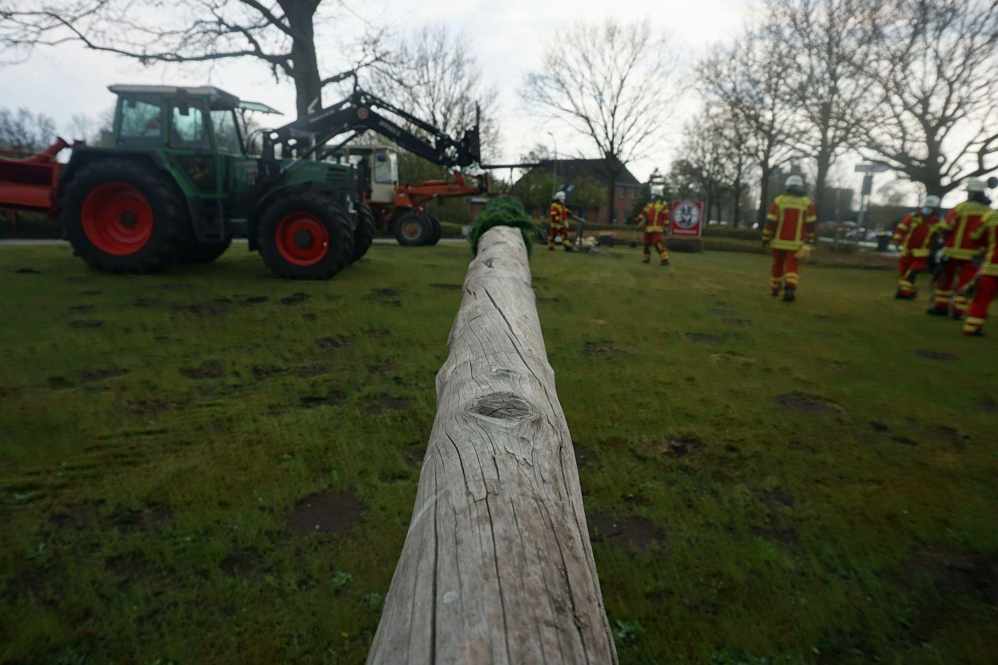 2021 Maibaum Feuerwehr Leck 8 Bildrecht Michael Bruch